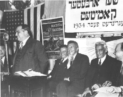 Фиорелло Ла Гуардия выступает на заседании еврейского профсоюзного комитета