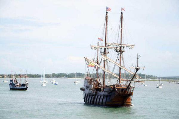 копии знаменитых испанских парусников Фернанда Магеллана El Galleon и Nao Victoria