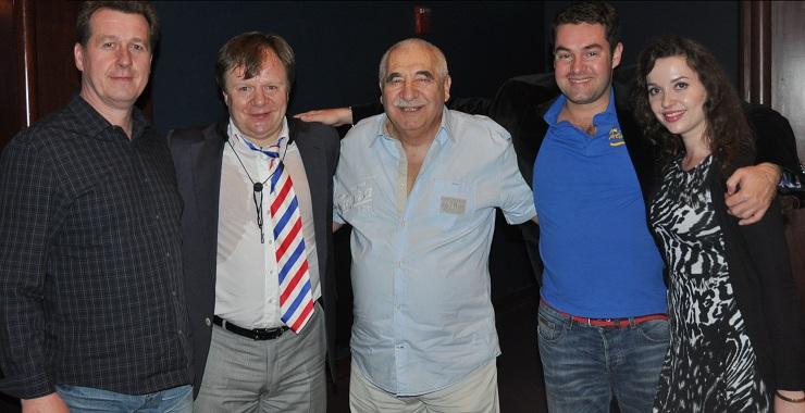 Игорь Бутман(второй слева) вместе сo свoими поклонниками: авторами и рекламодателями журнала «Флорида»