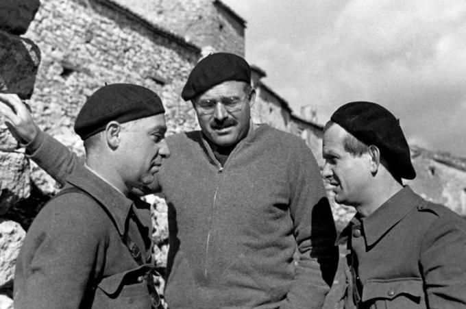 Илья Эренбург, Густав Реглер и Эрнест Хэмингуэй, Испания, 1937