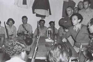 1948 год. Абба Ковнер — справа за столом.
