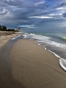 Море проснулось и стало подниматься